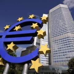 Priver les banques du pouvoir de création monétaire, un remède suisse et islandais contre les excès bancaires