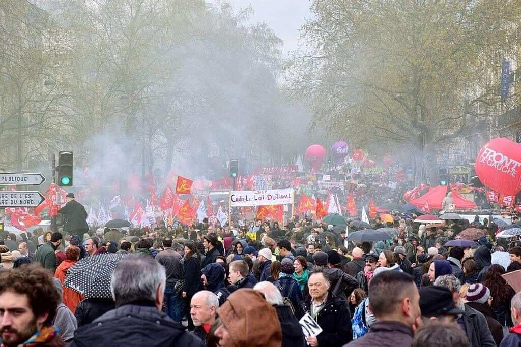 Manifestation contre la loi Travail, le 9 avril 2016, place de la Bastille à Paris