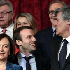 Macron, le ministre auquel on ne dit pas « tu »