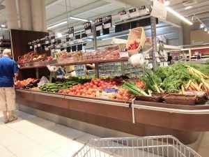 Coustellet_magasin_fruits_et_légumes_cougettes_tomates_carottes