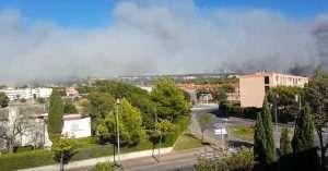 L'épaisse fumée envahit les quartiers sud de Marseille
