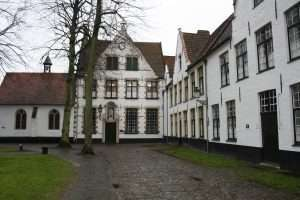 Houses_in_béguinage_of_Bruges