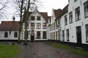 Houses_in_béguinage_of_Bruges