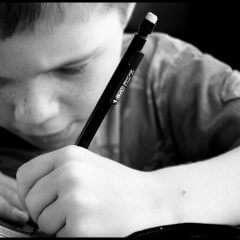 Comment les enfants deviennent droitiers – ou gauchers