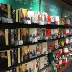Rentrée littéraire : quand le marketing éditorial raconte des histoires de couronnes et de bandeaux