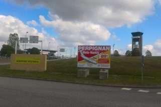 De gros nuages noirs au-dessus de Lorraine Airport