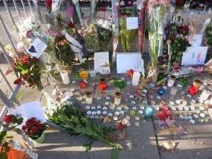 hommage_aux_victimes_des_attentats_du_13_novembre_2015_en_france_au_consulat_de_france_de_geneve