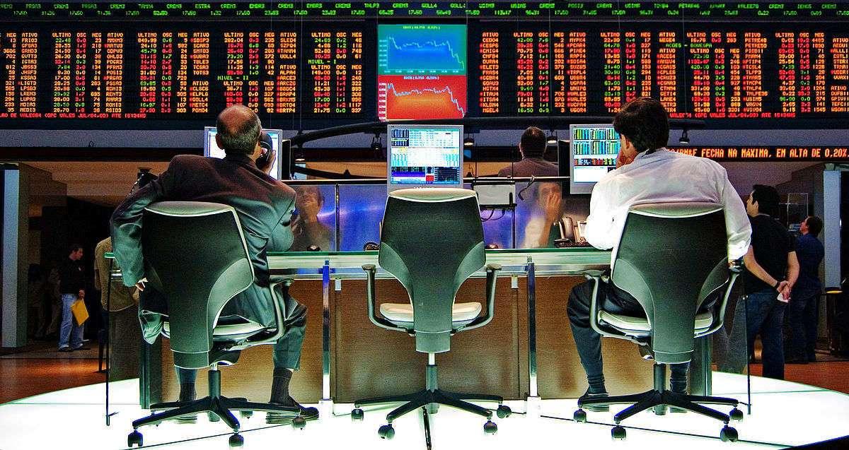 Mmanipulations, fausses infos et gros profits