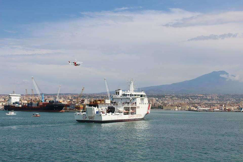 arrivee-de-migrants-au-port-de-catane
