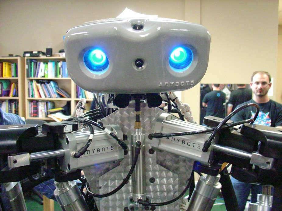 Taxer le travail des robots : quand l'Europe rejoint Hamon sur le revenu universel