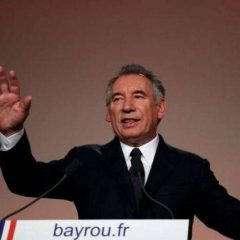 Bayrou offre une alliance à Macron