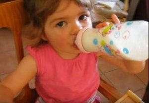 Un biberon de lait pour les enfants (