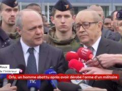 Conférence de presse imrovisée du ministre de l'Intérieur, Bruno Le Roux et de son collègue de la Défense, Jean-Yves Le Drian.