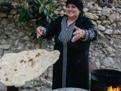 Buffet préparé par des femmes du Moyen Orient membres de l'association REPONSE.
