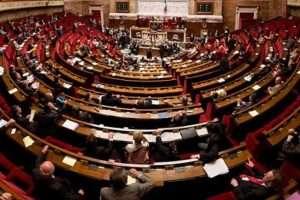 Panorama de l'hémicyle de l'Assemblée nationale. Richard Ying et Tangui Morlier, CC BY-SA