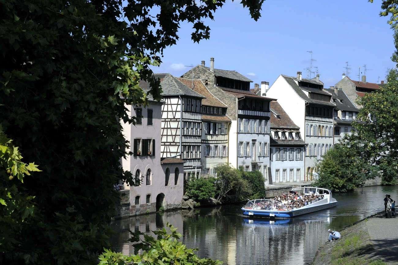 Bateau mouche sur l'Ill à Strasbourg (DR)