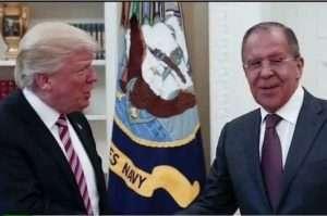 Donald Trump et e ministre des Affaires étrangères russe, Sergueï Lavrov (capture Youtube)