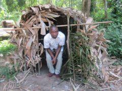 Une construction des pygmées Baka. Aso bolo-Wikimedia, CC BY-SA