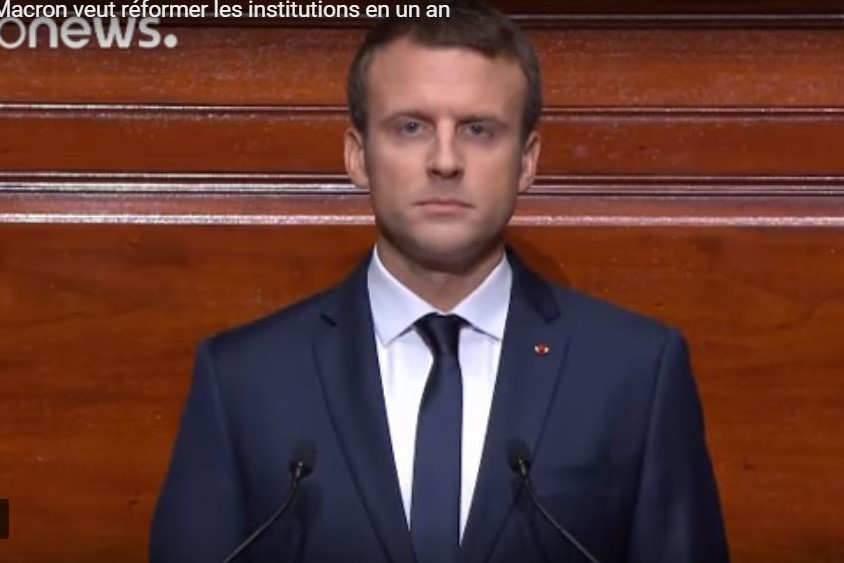 Emmanuel Macron devant les parlementaires réunis en congrès (capture EuroNews)