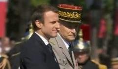 Le président de la République et le général Pierre de VIlliers descendent l'avenue des Champs-Elysées