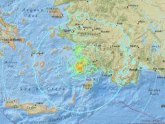 L'Institut géologique américain (USGS) a localisé l'épicentre à 10 kilomètres au sud-est de la ville côtière turque de Bodrum et à 16,2 kilomètres à l'est de l'île grecque de Kos. (USGS)