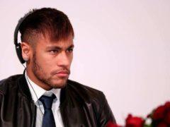 Neymar en 2015 lors d'une conférence de presse à Doha. Doha Stadium Plus Qatar / Flickr, CC BY