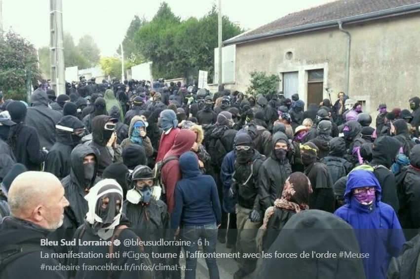 Plusieurs centaines de manifestants ont voulu en découdre avec les forces de l'ordre (Capture France Bleu Sud-Lorraine)