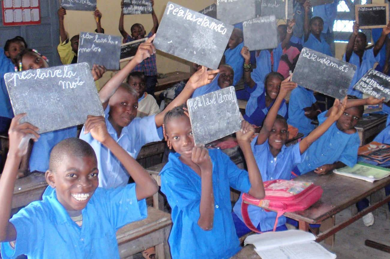 Classe de J1 - Ecole Spéciale de Brazzaville (Congo) (commons.wkimedia)