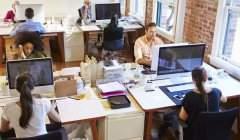 Les personnes qui travaillent toute la journée assises pourraient connaître des probèmes de régulation du glucose, qui est le principal carburant du cerveau. Shutterstock