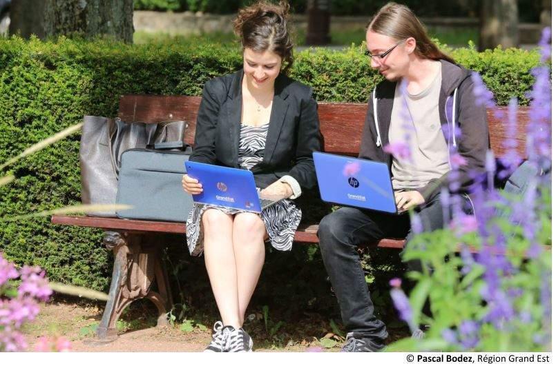Tablettes et ordinateurs pour les lycéens