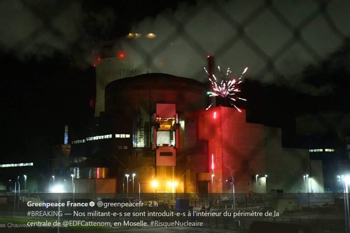 Feu d'artifice dans l'enceinte de la centrale nucléaire de Cattenom par les militants de Greenpeace (Facebook)