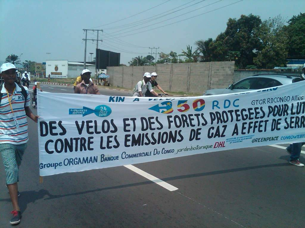 Jour de manif à Kinshasa Photo credit: 350.org via VisualHunt.com / CC BY-NC-SA