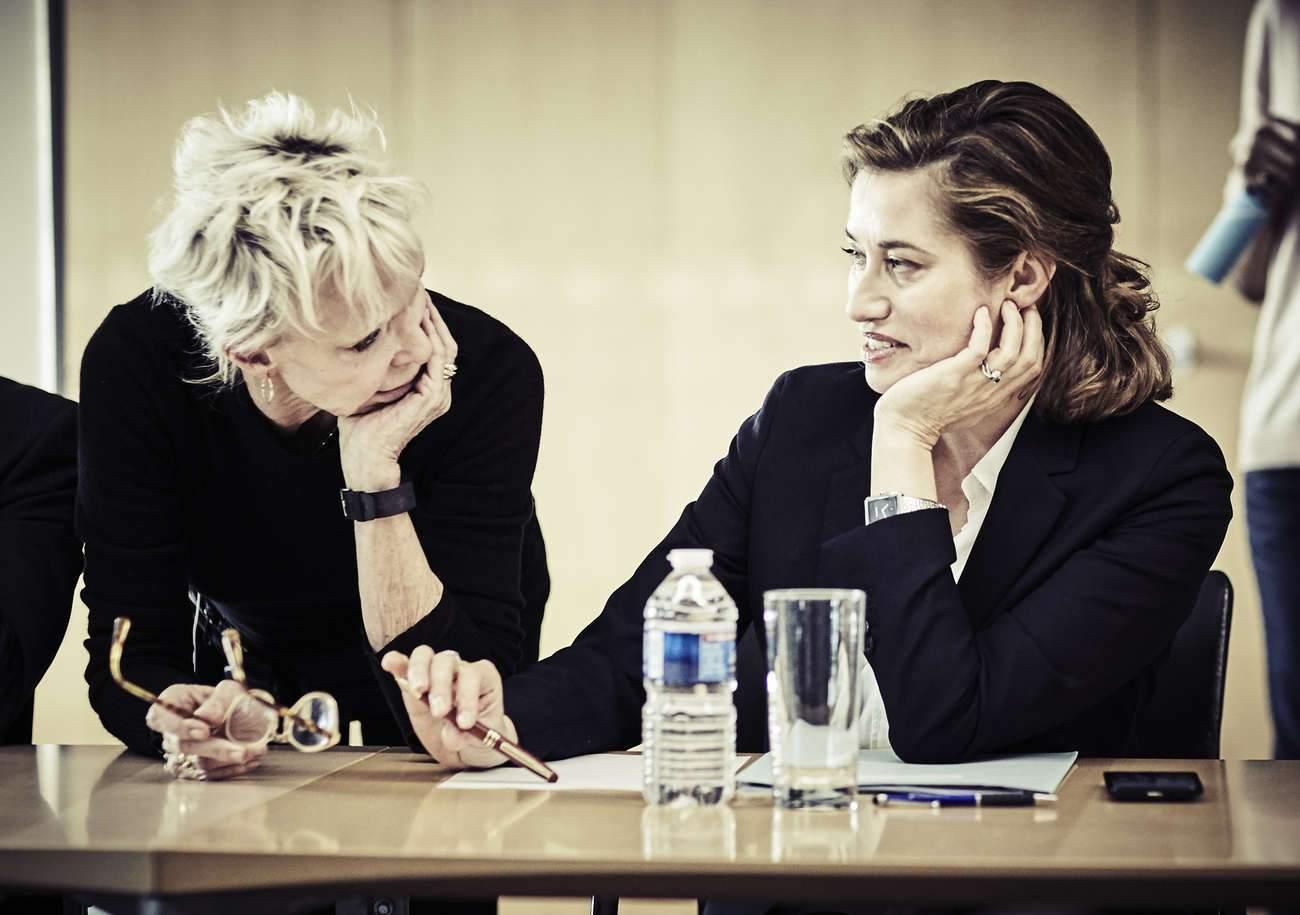 """""""Je pense que je suis réaliste, voire en-dessous de la réalité"""", estime la réalisatrice Tonie Marshall (à gauche)."""