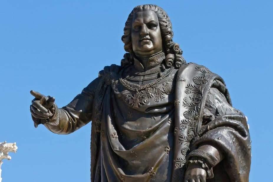 Statue de Stanislas Leszczynski (1831) sur la place Stanislas à Nancy par Georges Jacquot en remplacement d'une statut de Louis XV détruite à la Révolution. Pierre Selim/Wikimedia, CC BY-SA