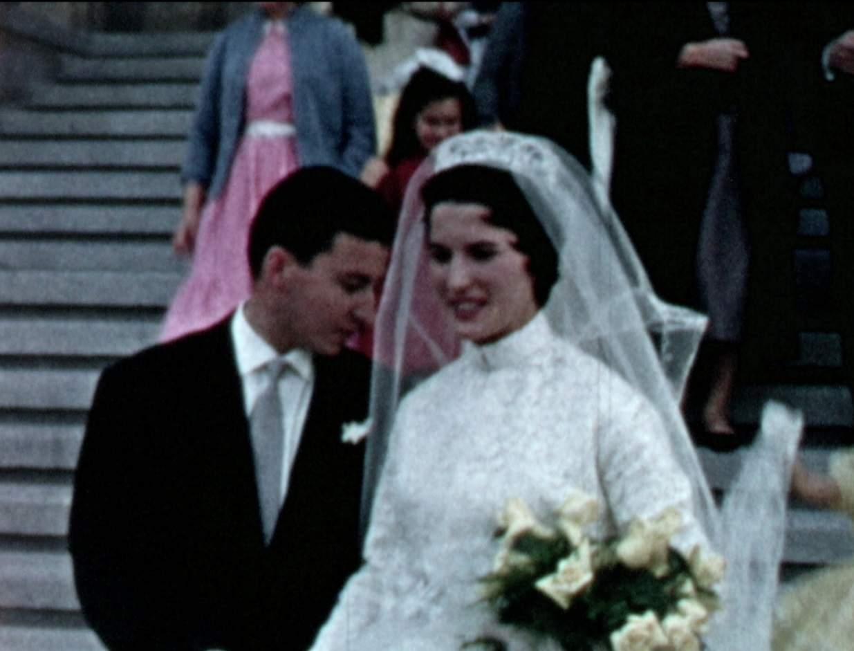 Images du bonheur en Super 8, le mariage de ses parents, au Maroc.