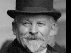 Émile Coué de La Châtaigneraie, né le 26 février 1857 à Troyes et mort le 2 juillet 1926 à Nancy, est un psychologue et pharmacien français, auteur d'une méthode de guérison et de développement