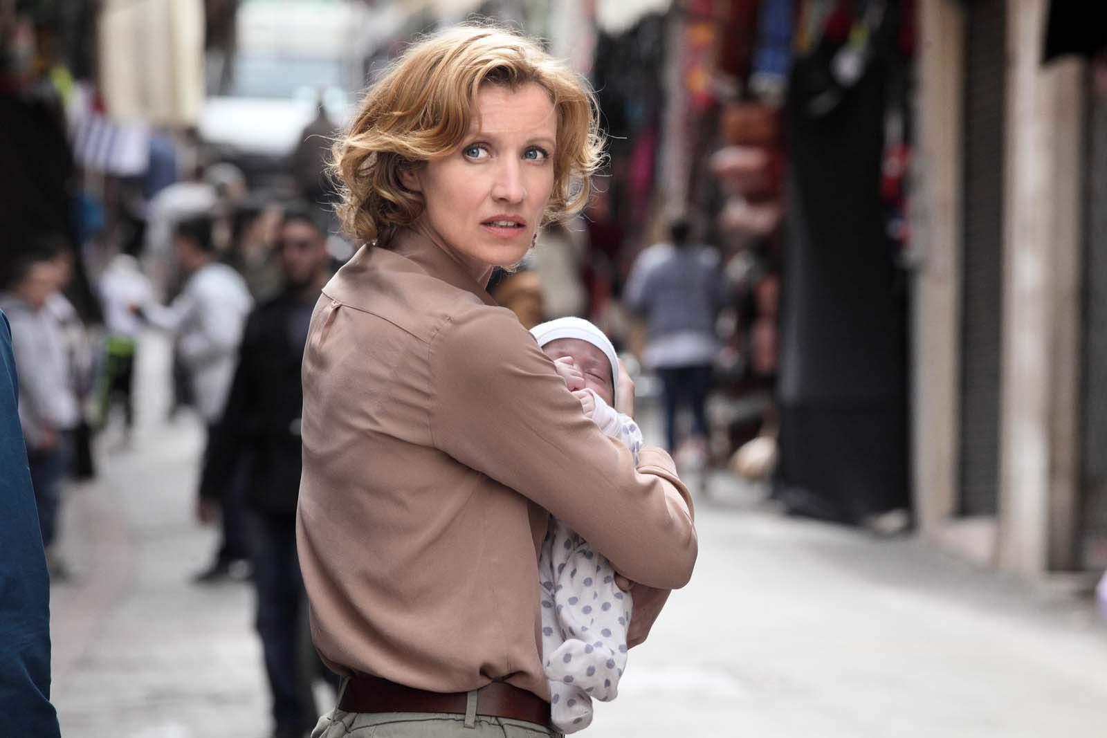 """Alexandra Lamy : """"Dès que Lucie a ce bébé qui n'est pas le sien, elle a un instinct maternel, on a ça en nous""""."""