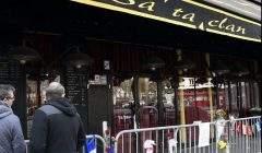 Attaque terroriste au Bataclan et aux terrasses de Paris: 130 morts, 400 blessés.