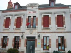 Mairie (Villeneuve sur Allier). Jean-Louis Zimmermann/Flickr, CC BY