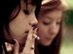 En matière de tabagisme, la précocité fait de gros dégâts. Valentin Ottone/flickr, CC BY-SA