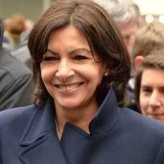 """L'Académie de la Carpette anglaise """"déshonore"""" Anne Hidalgo"""