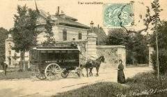 Carte postale ancienne : « Etablissements penitentiaires de Fresnes. Arrivée d'une voiture cellulaire. Une surveillante. » cpa-bastille91.com