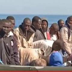 Crise en Méditerranée : quand l'Union européenne barre la route aux migrants, et aux ONG