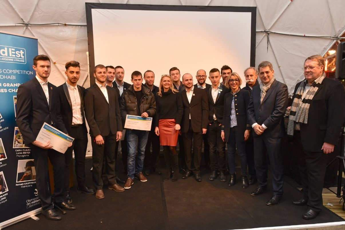 Les lauréats entourés des élus du conseil régional Grand Est (photo© Jean-Luc Stadler/Région Grand Est