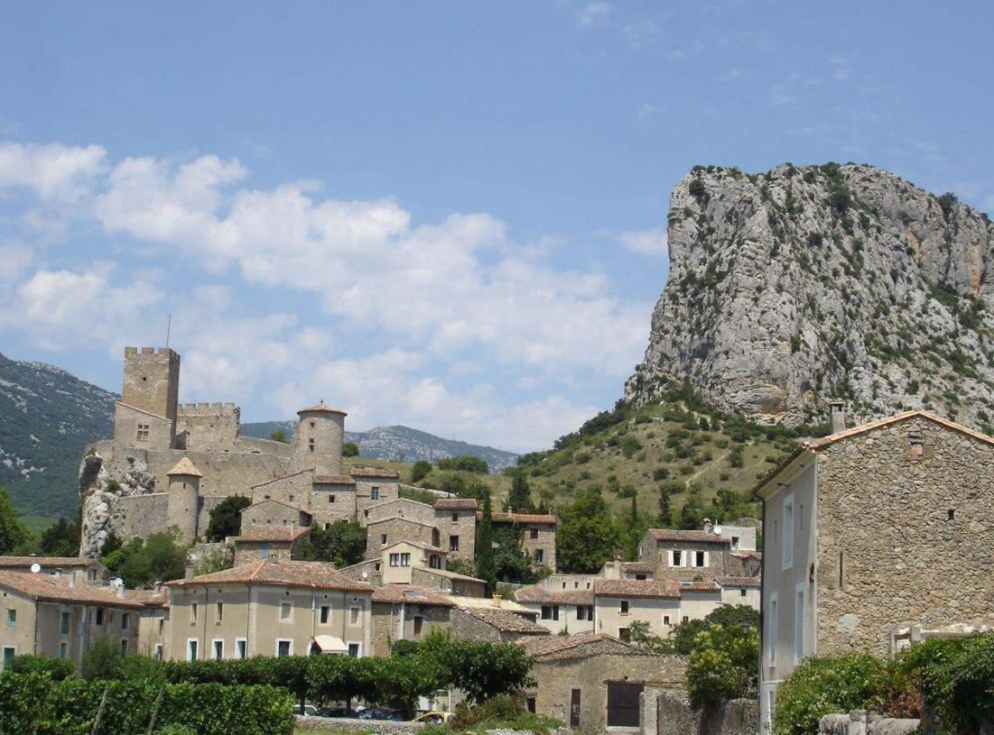 Saint-Jean-de-Buèges, un riche patrimoine pour moins de 200 habitants (wikipedia)