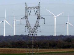 Des éoliennes en Meuse et une ligne à haute tension (DR)