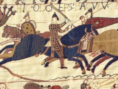 Un détail de la tapisserie de Bayeux représentant l'évêque Odon, commanditaire de la tapisserie. Wikipédia