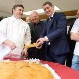 La Fédération des Boulangers du Grand Est offre la galette à Jean Rottner