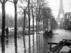 À Paris, en 1910, lors de la grande crue. RV1864/flickr, CC BY-NC-ND