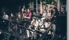 Le Nancy Ska Jazz Orchestra est un Big Band de 16 musiciens qui explore le style skajazz